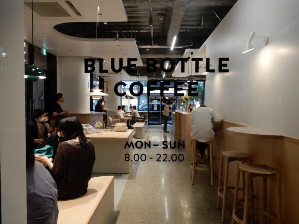 1階、広尾商店街入り口に面しては「ブルーボトルコーヒー」が入店