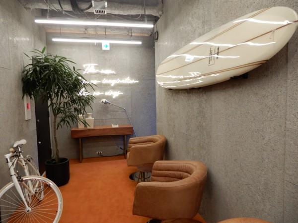 廊下も遊び心を感じるデザイン。