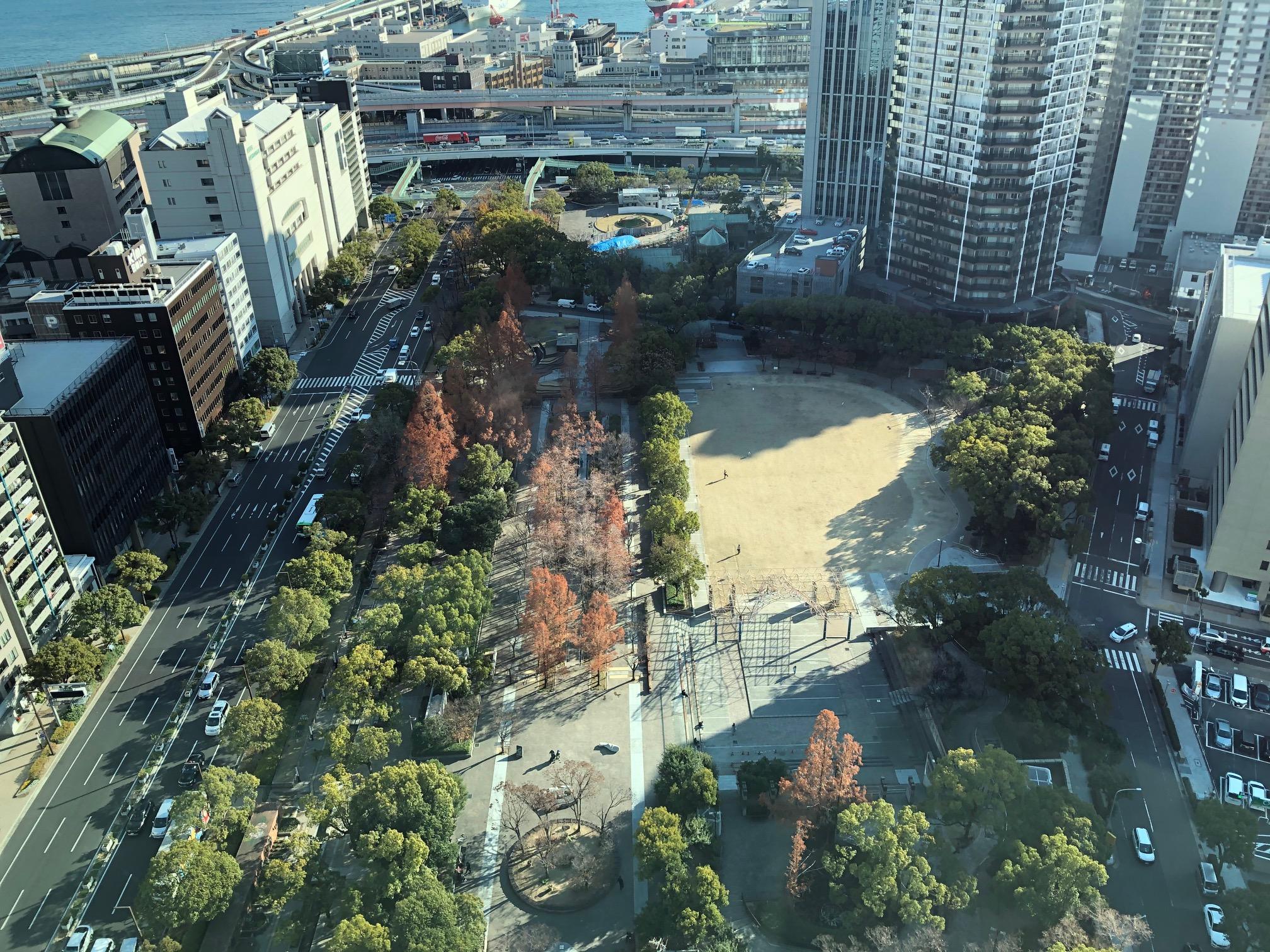 神戸市役所24階展望ロビーから撮影した「東遊園地」。ここでの遊園地とは「公園」のことで、遊具やアトラクションは設置されていない。