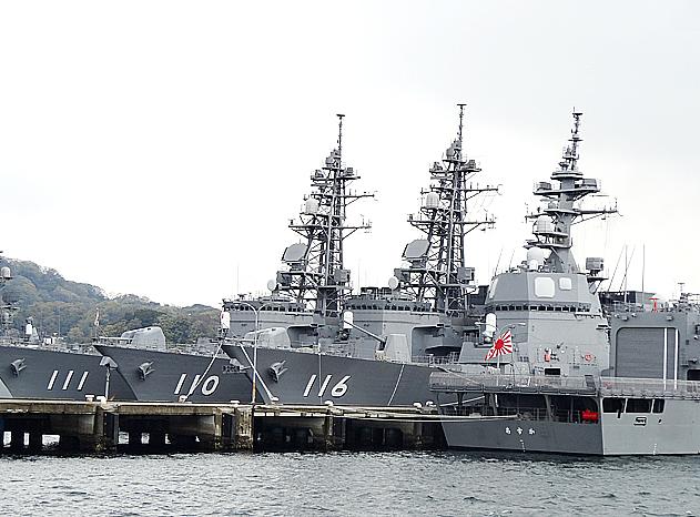 横須賀・自衛艦隊停泊