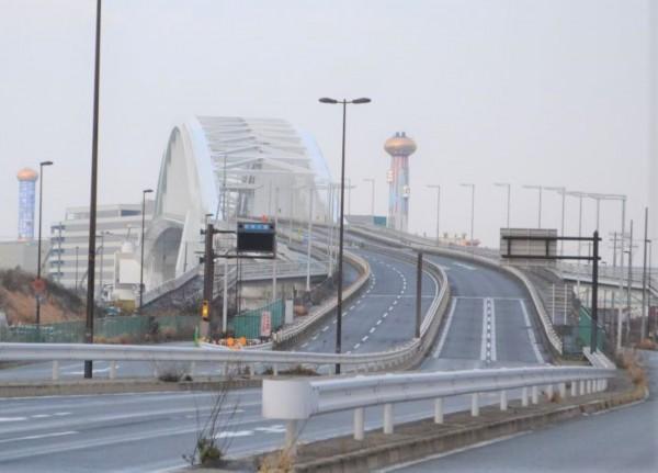 夢洲側からみた夢洲大橋=2021年2月7日