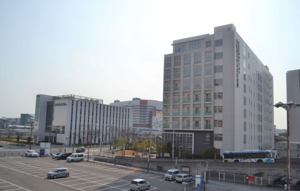 咲州にある大阪メトロ中央線・コスモスクエア駅周辺の風景。同駅から夢洲まで鉄道が延伸し、この周辺は賑わいが増す可能性がある