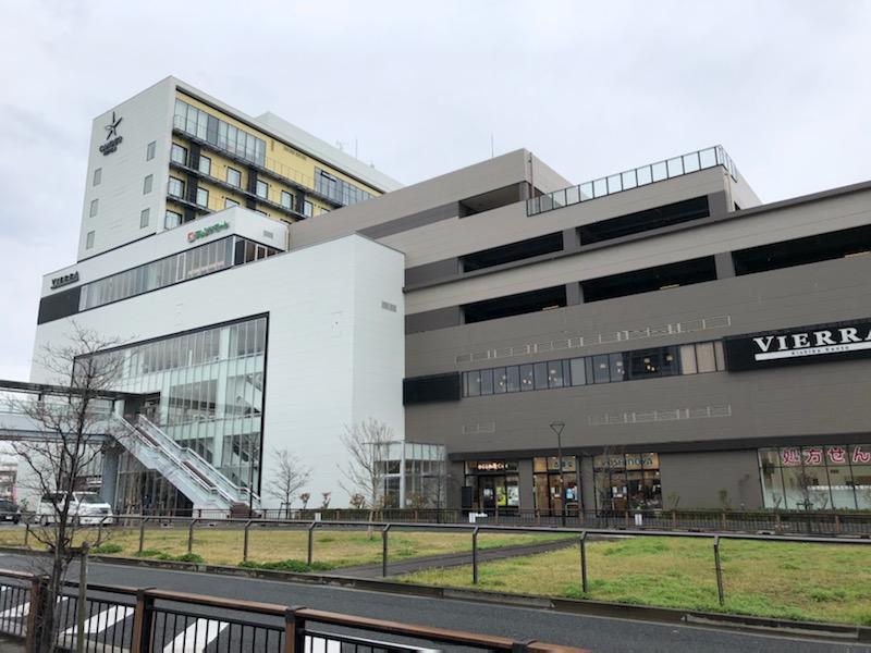 商業施設もJR岸辺駅と直結。施設の西側には市立吹田市民病院も