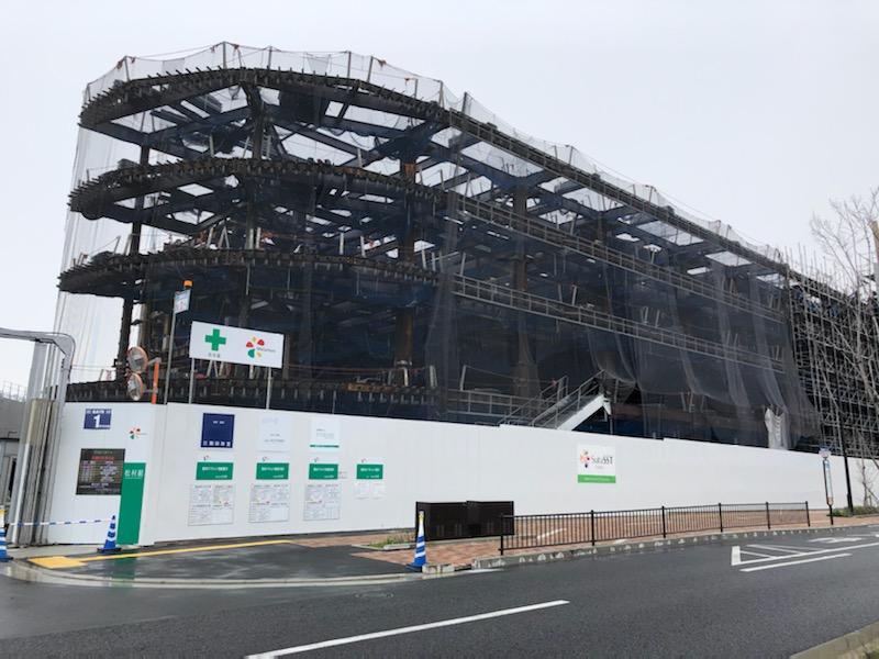 商業施設は阪急オアシスが運営予定。4階建となり、1階と2階が商業フロアになると見られる