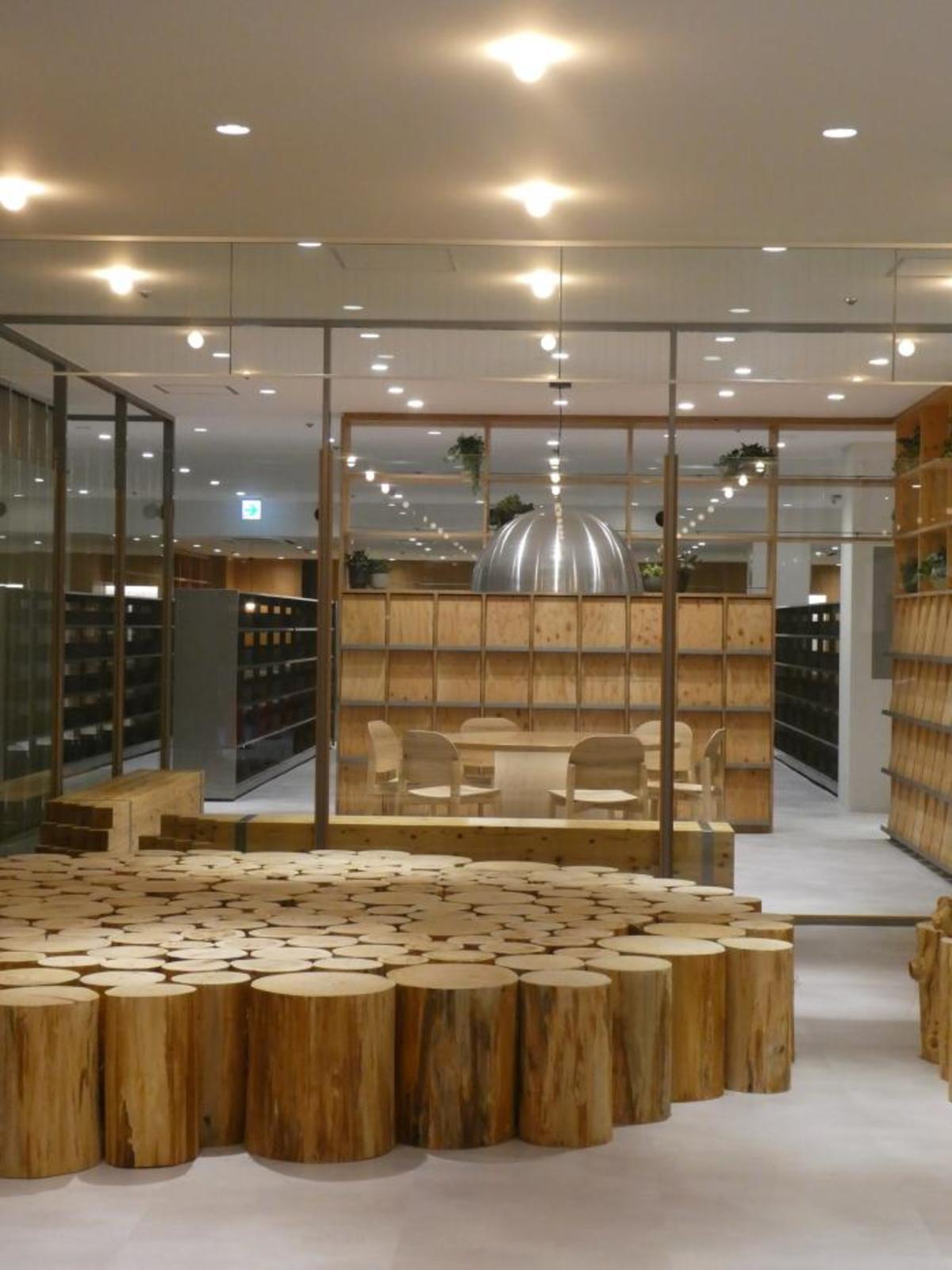 今年オープンした名谷図書館。六甲の木材を活用し、人にも環境にも優しい。(出典:神戸市)