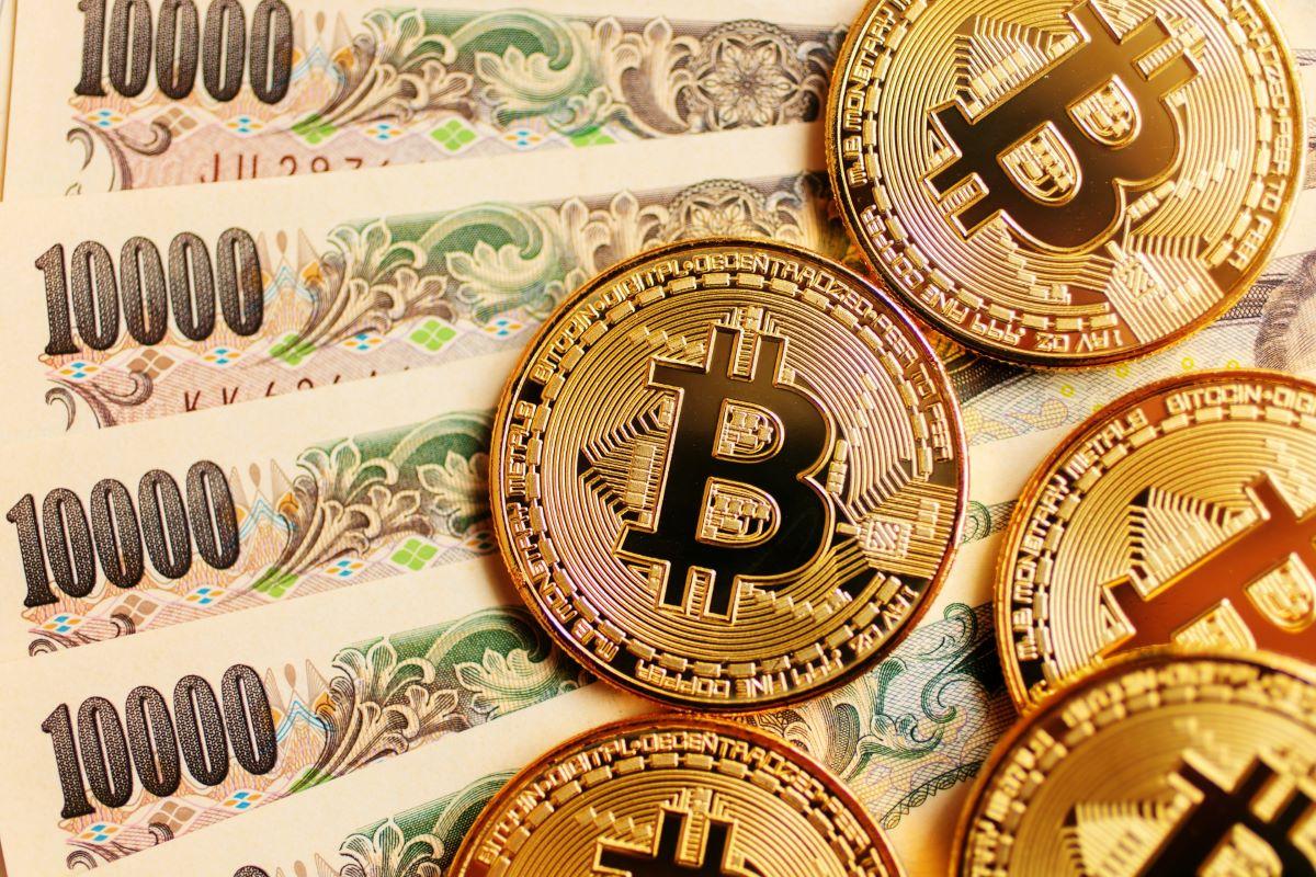 ビットコインなど暗号資産は、円やドルなど法定通貨と異なり管理者がいない。ブロックチェーン技術を使うことで改ざんも難しいという。