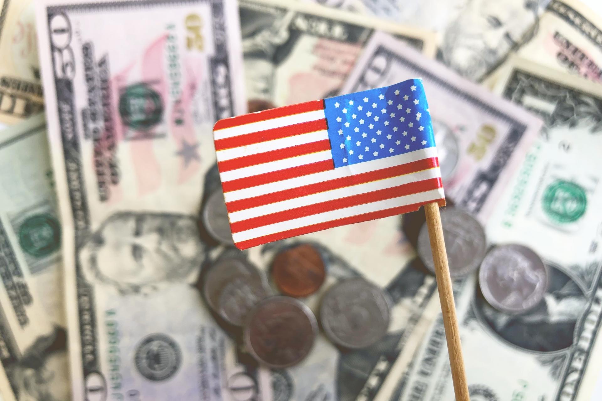新型コロナの影響で景気が低迷する日本。これに対してアメリカは好調で両国の差が浮き彫りになった。