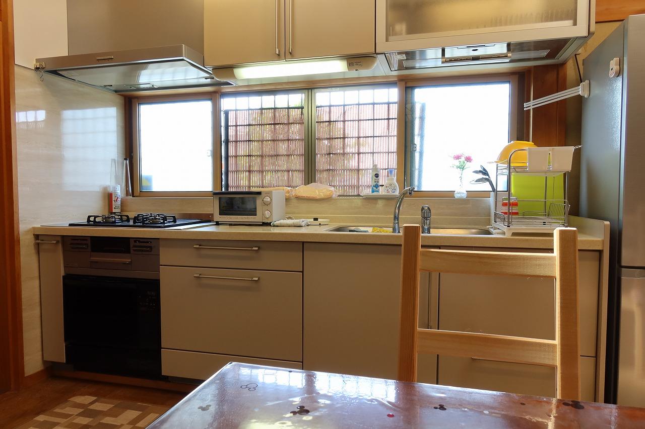 キッチン。こちらも既存のものを利用。水回りの利用法は入居者間でトラブルになりやすいようだ