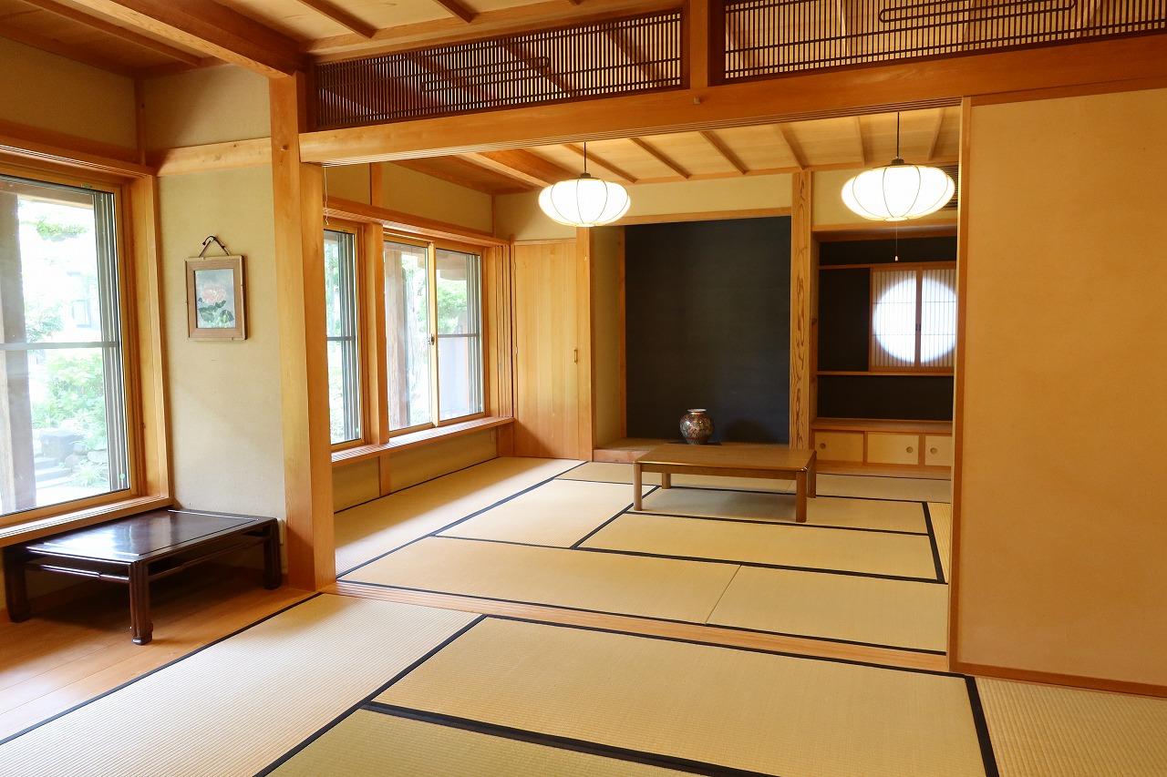 これが今後コミュニティスペースとして運用される予定の1階、2間続きの和室。庭が見えて非常に快適な場所である