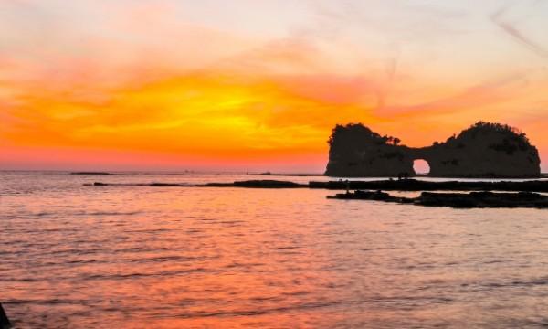 円月島など、白浜には名勝も多い(写真AC)